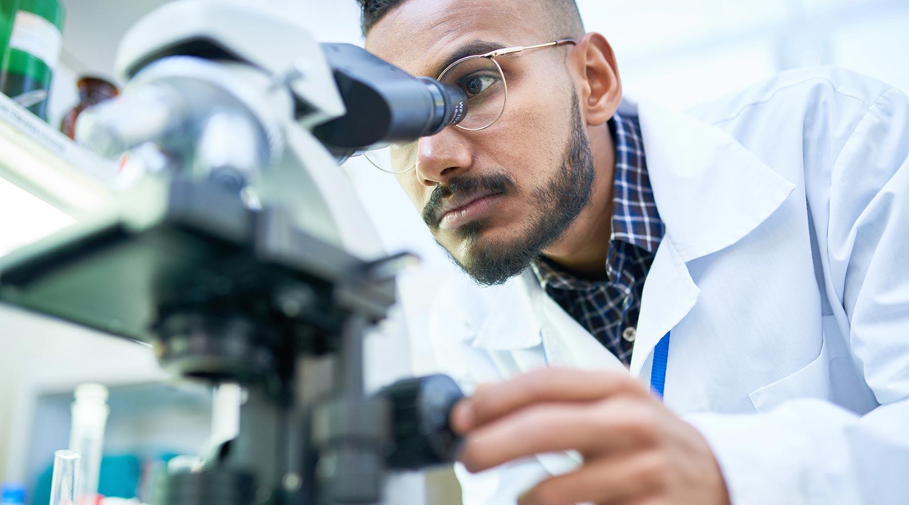 6 Risks Lab Technicians Face Without Professional Liability Insurance